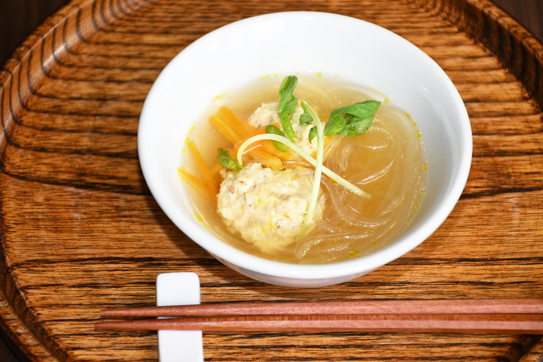 米粉の鶏団子スープ